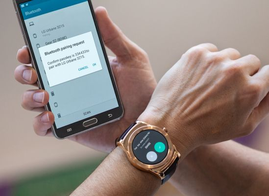 5 Things You Can Do With Your Smartwatch-Smartphone Pair ...